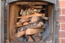 Топка печи дровами