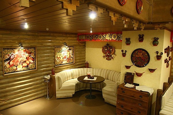 Русская печь в частных домах служит частью системы отопления и отлично дополняет интерьер. Для того, чтобы она выглядело свежо и необычно, ее можно покрасить.