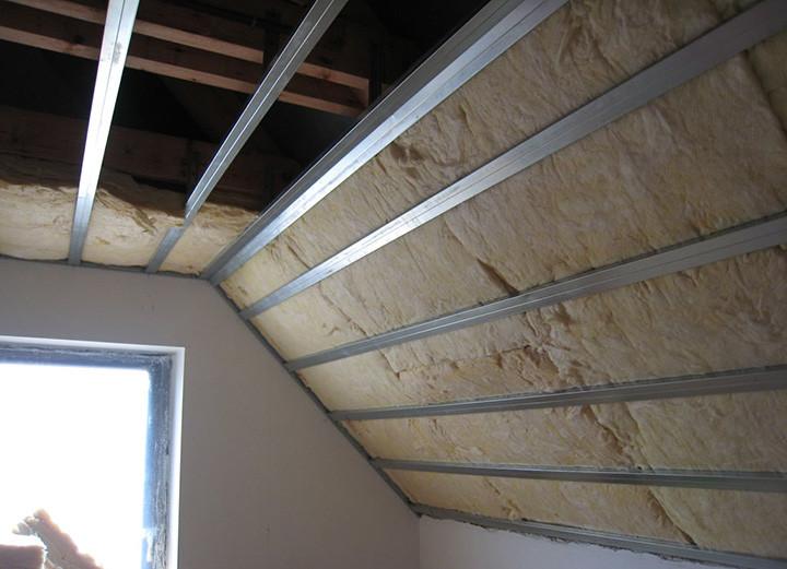 Как и чем утеплить потолок в доме