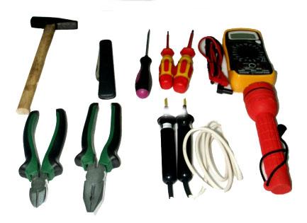 Инструменты для подключения бойлера: отвертка, плоскогубцы, круглогубцы, кусачки, рулетка, карандаш.