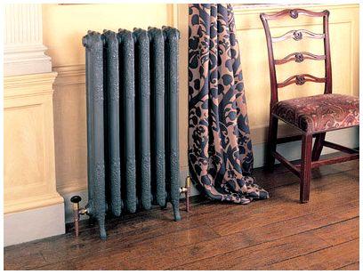 Чугунный радиатор отопления в интерьере.