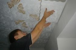 Оклейка потолка пенопластом