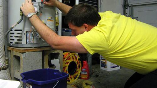 Перед тем, как доставать тен для чистки, обязательно слейте воду с бойлера.