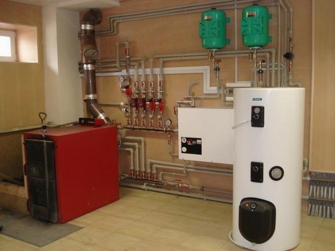 В загородных домах зачастую используют газовые котлы для отопления.