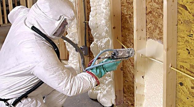 Для утепления стен полиуретаном необходимо соорудить опалубку.