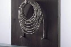 Рис 2: радиатор отопления в виде хромированных вентилей