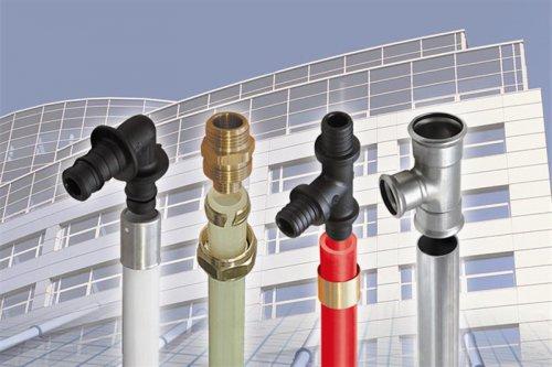 Пластиковые или металлопластиковые трубы.