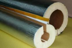 В силу того, что минеральная вата при намокании теряет свои свойства, ее лучше  покупать с фольгированной стороной.