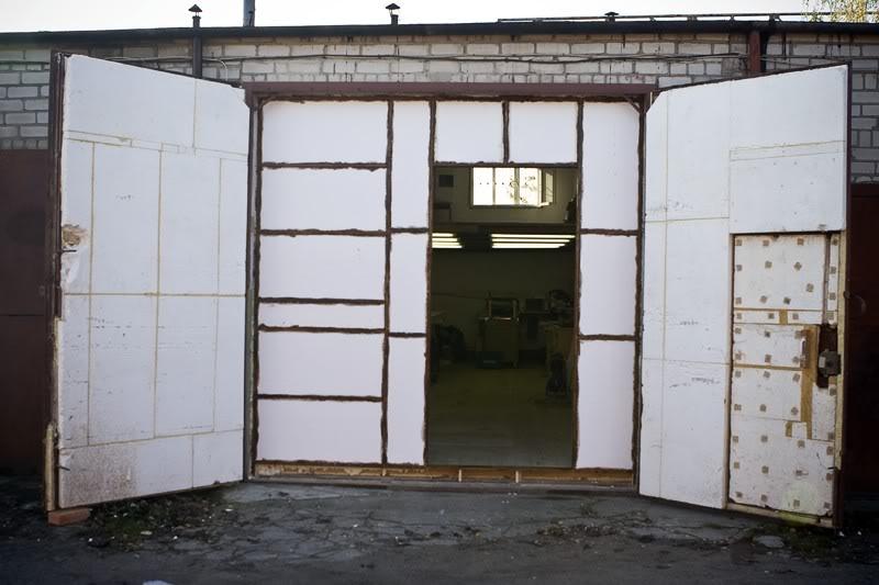 uteplenie-garazhnyx-vorot